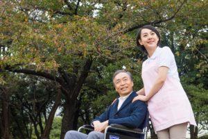 介護の現場で活躍する生活相談員になるために必要な資格とは?