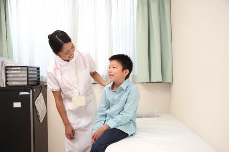看護士と男の子