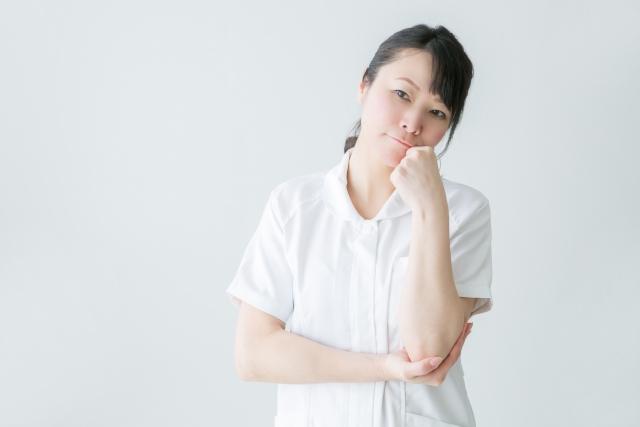 悩む女性の看護師